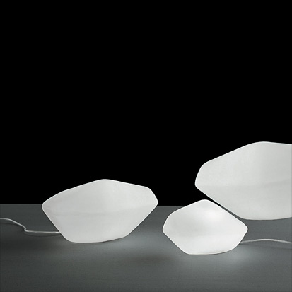 """Oluce pays tribute to women and design together with the """"W Women in Italian Design"""" exhibition"""