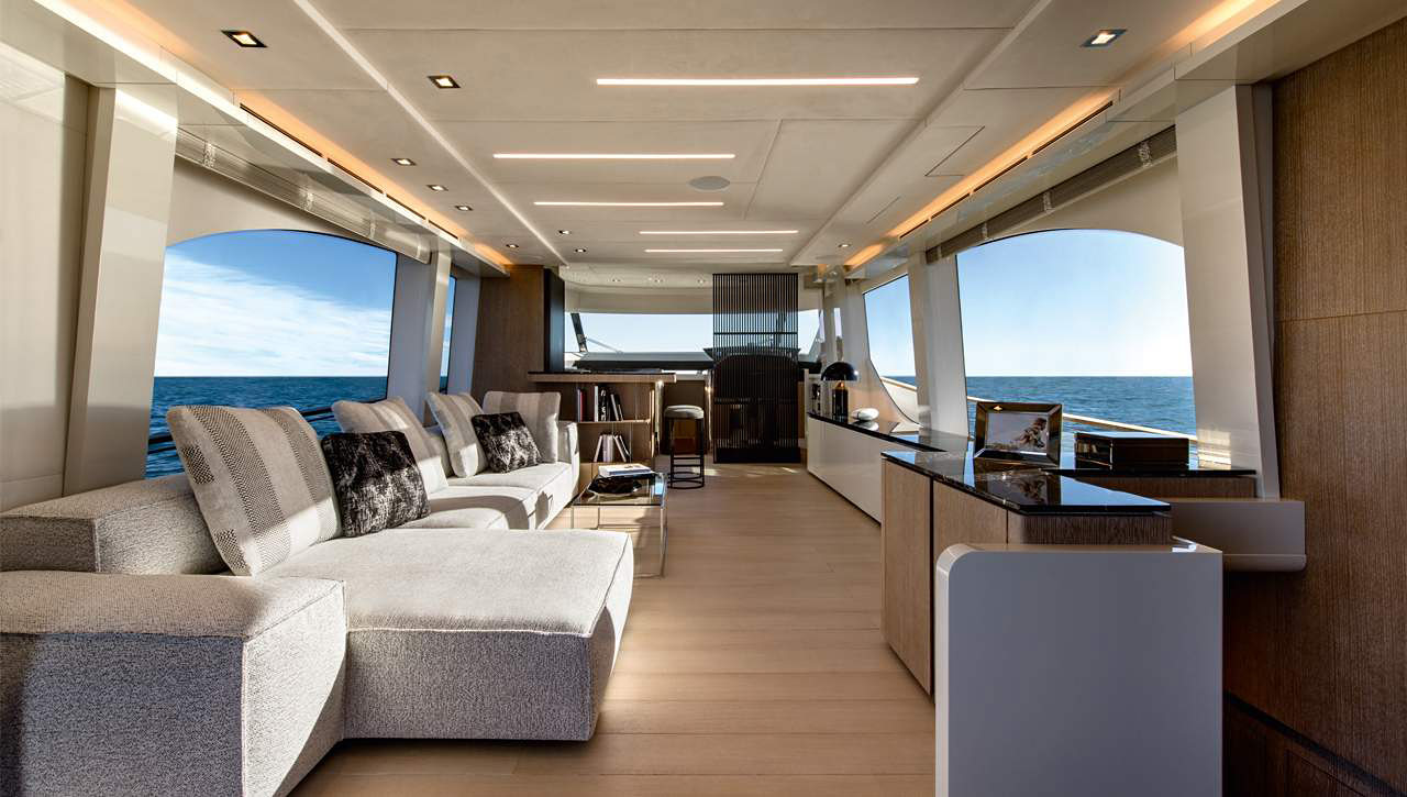 Oluce nel nuovo MCY 70 Vision di Monte Carlo Yachts