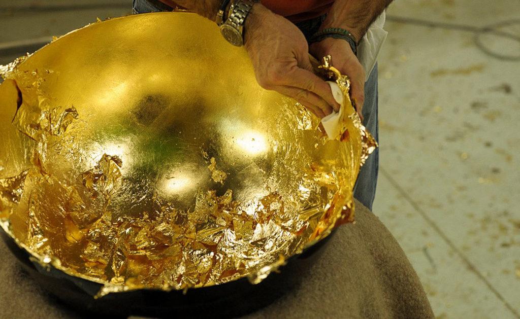 Applicazione della foglia d'oro